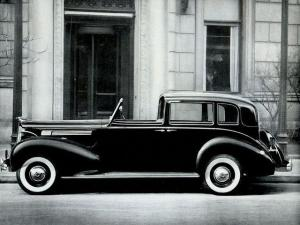 Packard Eight All-Weather Town Car by Rollston 1938 года
